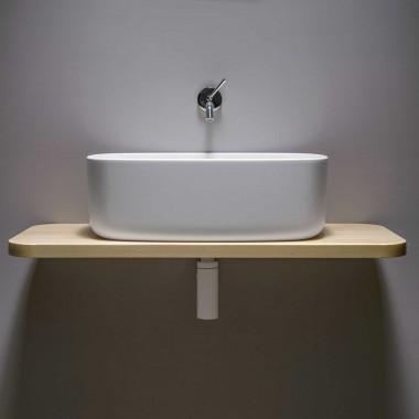 Lavabo da appoggio per il bagno della collezione  Bounce con mensola in legno di faggio.