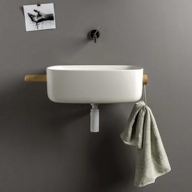 Lavabo da appoggio o sospeso per il bagno con porta asciugamani laterale.