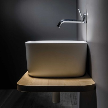 Washbasin in polyurethane...